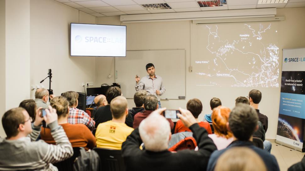 """Februárový SPACE:TALK o fyzike """"padajúcich hviezd"""""""